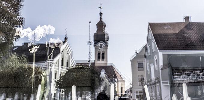Marientplatz von Wolnzach in Bayern (Deutschland) als Panorama-Farbphoto
