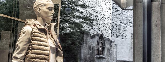Das Kolumba Museum in Köln als Spiegelung im Panorama-Format