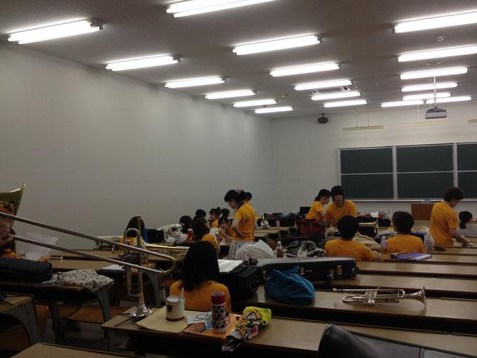 徐々に控え室が黄色に!