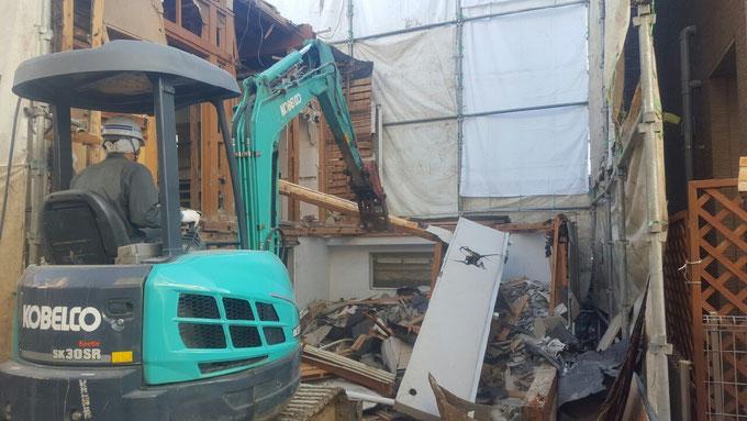 草加市の木造解体工事の様子