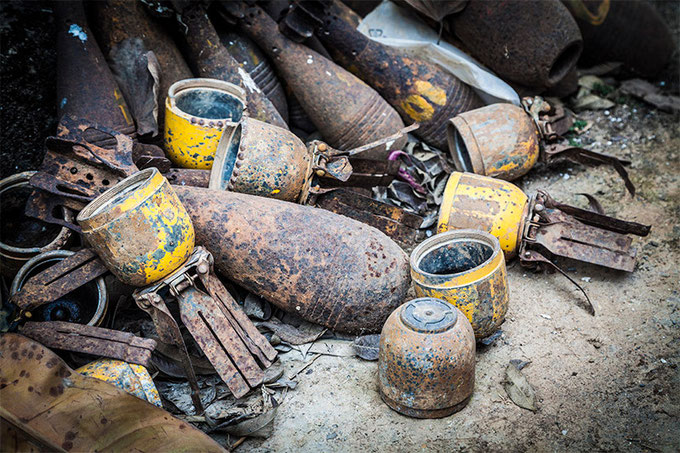 Los llamativos colores de las bombas de racimo son una verdadera trampa para los niños. (Centro de Información Turística de Phonsavan)