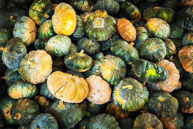 El mercado de Battambang me dejó alucinado... es el primer mercado que veo en el que la carne no está plagada de moscas, no había ni una!... pero como no me gusta fotografiar carnaza, os traigo estas calabazas que son mucho más fotogénicas
