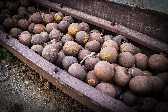 Millones de bombas de racimo fueron lanzadas sobre Laos. Y millones siguen aun sin explotar.