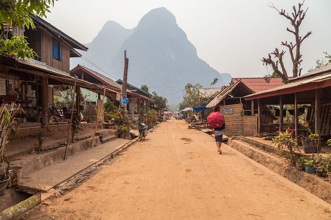 Calle principal de Muang Ngoi