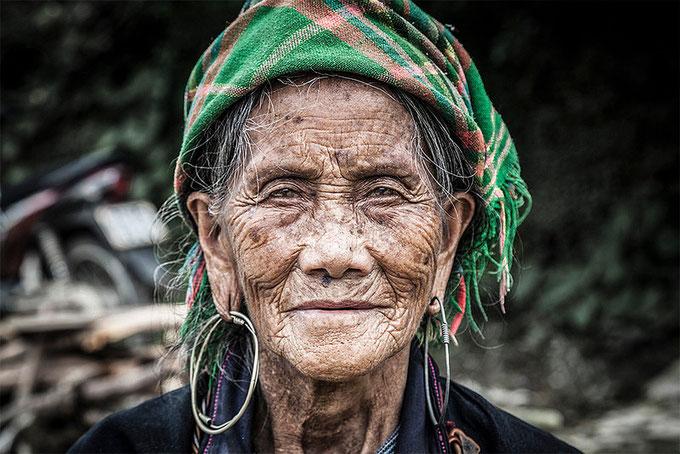 Anciana Black H'mong