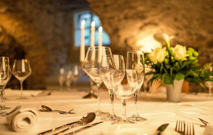 Festlich eingedeckt für Ihre Veranstaltung im Klosterkeller