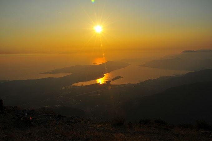 Spektakuläre Landschaftsfotos von Montenegro vom Berg Lovcen aus, Sonnenuntergang und schöne Aussicht auf das Adriatisches Meer, Balkan