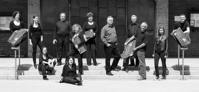 Wiener Zither Ensemble mit Monika Kutter