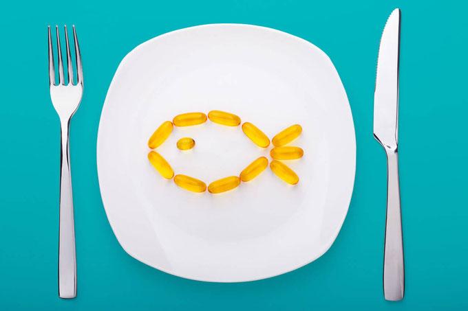 What are top vegan omega 3 sources and vegetarian omega 3 sources? Learn about omega 3 benefits, omega 3 foods, as well as DHA benefits, DHA foods, EPA benefits, and EPA foods. #omega3 #supplements #nutrition #vegan #vegetarian #dha #apa #algae #omega