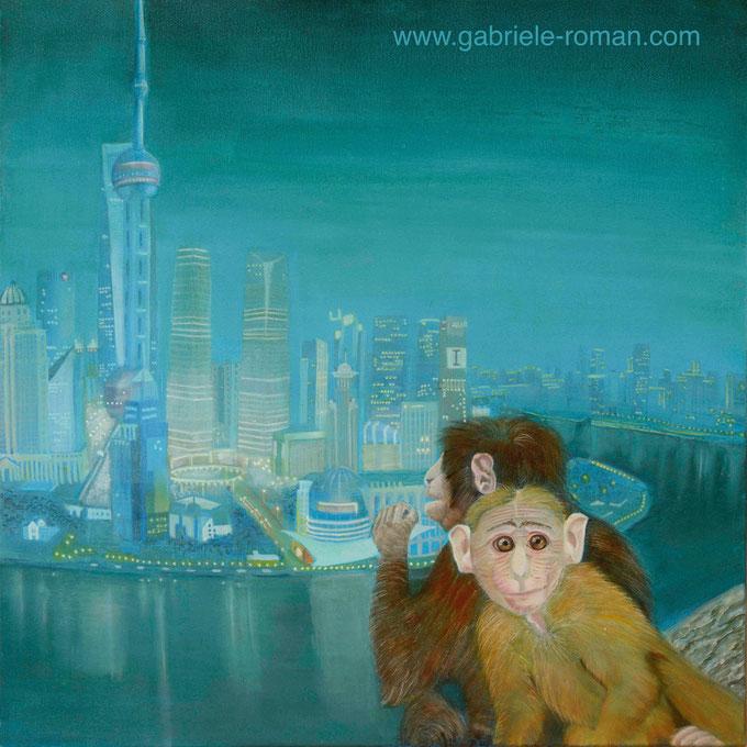 Shanghai bei Nacht. Im Vordergrund eine Affenmutter mit ihrem Kind, das angstvoll dem Beobachter in die Augen blickt.