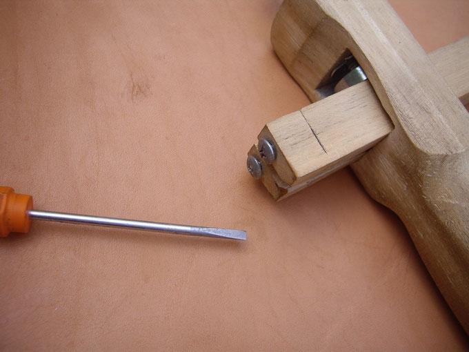 Remplacement des lames du strap cutter