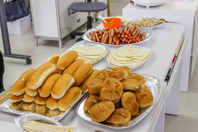 【画像】ホットドッグのパンとトルティーヤとソーセージ
