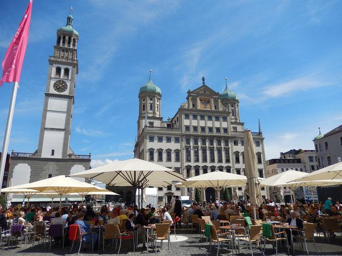 北方のルネッサンスの最高傑作、アウグスブルグの市庁舎と広場