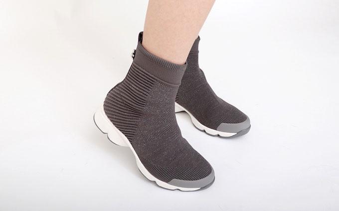 【2019秋冬】足元からオシャレを格上げ、トレンド靴&コーデのイメトレCheck! ウェービーソールニットブーツ