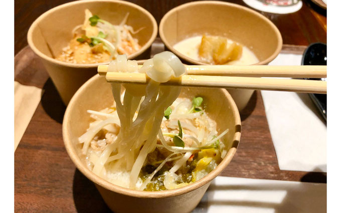 麺は、春水堂オリジナルの平打ち中華麺。 ジョワーヌ東京
