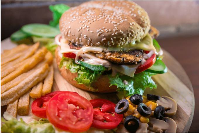 Eating healthy on the go doesn't have to be hard! Let dietitians and nutritionists show you how to order the healthiest fast food options that you can find at the drive thru. #amyseatlist #healthyfastfood #healthyeatingonthego #fastfoodorder