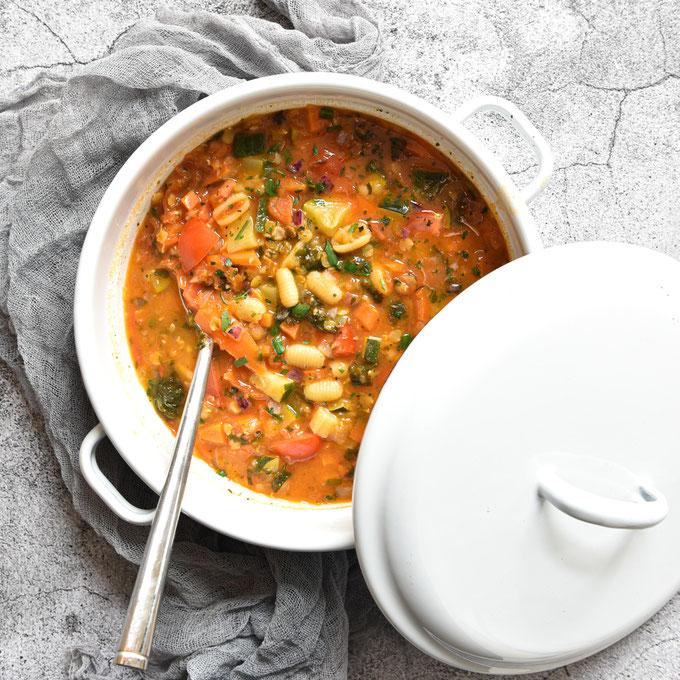 Bunte Gemüsesuppe mit Linsen und Nudeln, vegetarisch, vegan, Thermomix