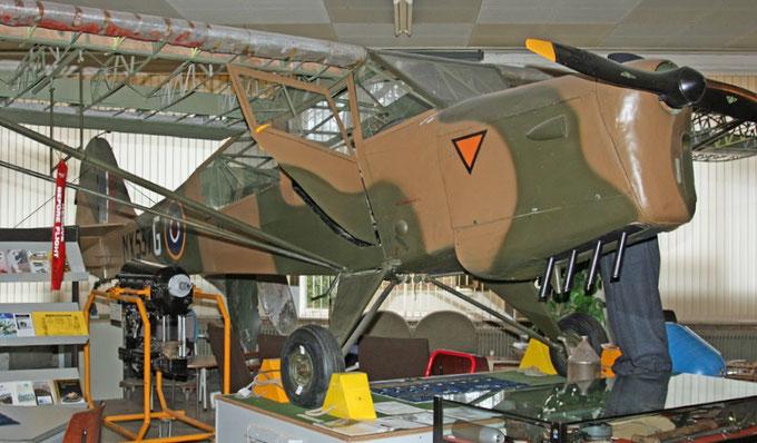 """<img src=""""image.jpg"""" alt=""""Pipercub van de Luchtmacht van het Luchtvaart en Oorlogsmuseum op Texel"""">"""