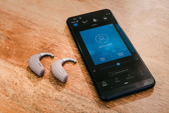 Nasz najnowszy aparat słuchowy dla osób ze znacznym i głębokim ubytkiem słuchu to najbardziej kompleksowe rozwiązanie na rynku.
