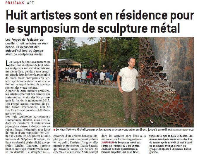 """Michel LAURENT à coté de sa sculpture en acier """"Réservoir d'amour"""""""