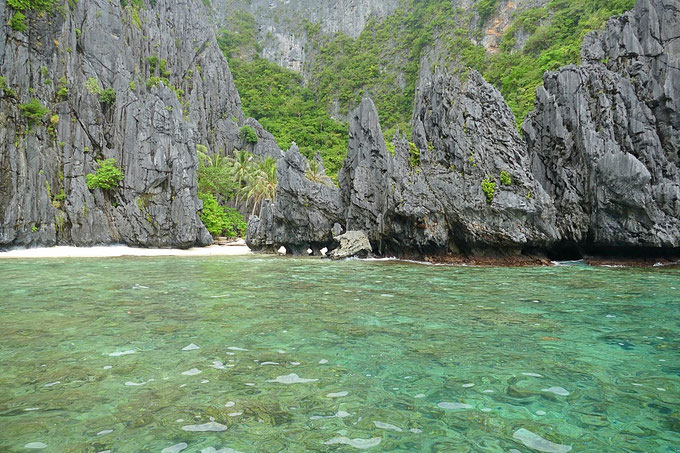Island Hopping, Blue Bay in El Nido, Palawan