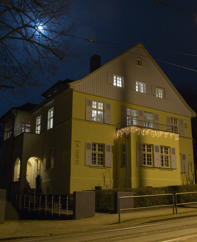 Weihnachtszeit Außenansicht Tagungsräume Kassel - Villa Becher (beleuchtet)