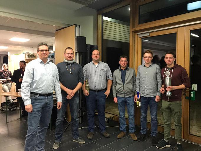Unsere Siegerherren (von links): Jürgen Rüter, Jens Hernsel, Sebastian Schlinge, Uwe Beuers, Michael und Lucas Beuers.