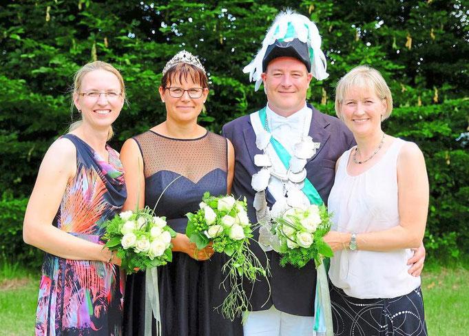 2018: Königspaar, Markus und Simone Kammann, und die Ehrendamen Nicole Steinkamp (l.) und Stefanie Uhlenbrock (r.)