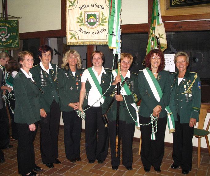 Die siegreiche Damenmannschaft von 2006: v.l: Gisela Raap, Brigitte Petersen, Elke Fischer, Tanja Mangels, Beate Stüve, Barbara Arndt und Ingrid Kaul.
