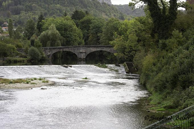 Steinbogenbrücke über die Loue in Ornans. Siegfried Beiser Photography.