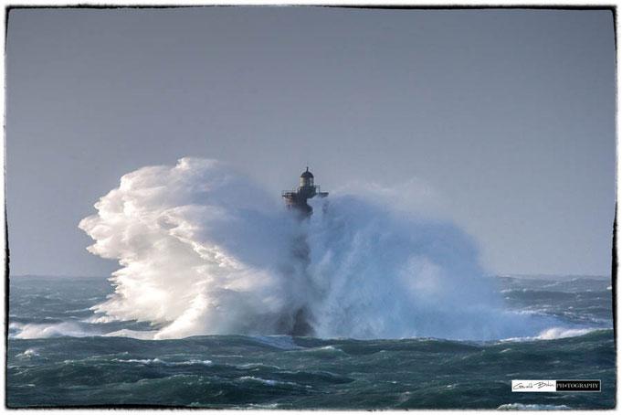 Bretagne, tempete sur le phare du four