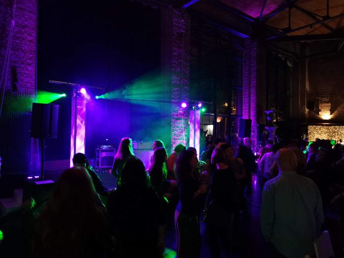 DJ Technik und Showlicht bei Firmenevent Gala