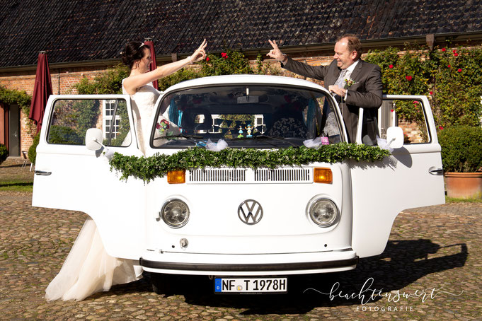 Hochzeitsfotos, Nordfriesland, Bulli, Brautpaar. beachtenswert fotografie, Susanne Dommers, Fotografin, Husumer Schloss, Wedding