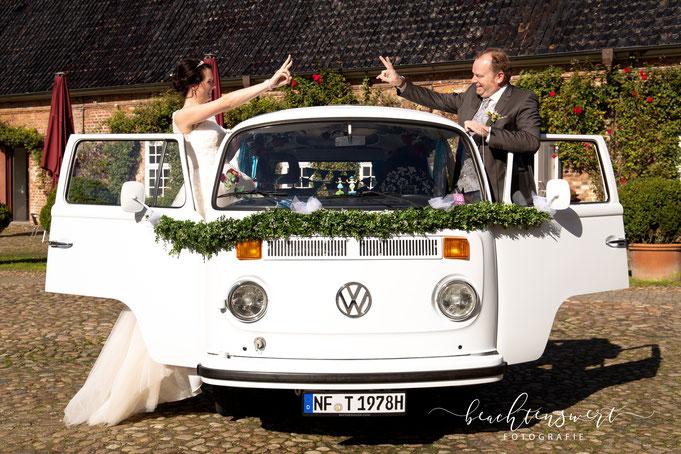 Hochzeitsfotos, Nordfriesland, Bulli, Brautpaar. beachtenswert fotografie, Susanne Schuran, Fotografin, Husumer Schloss, Wedding