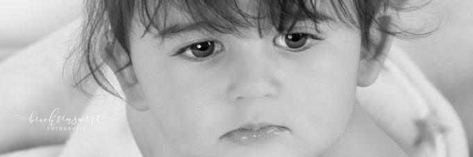 beachtenswert fotografie, babyfotografie, Fotografin Susanne Schuran, sw, Kleinkind, Baby fotografie, Kids, Nordfriesland