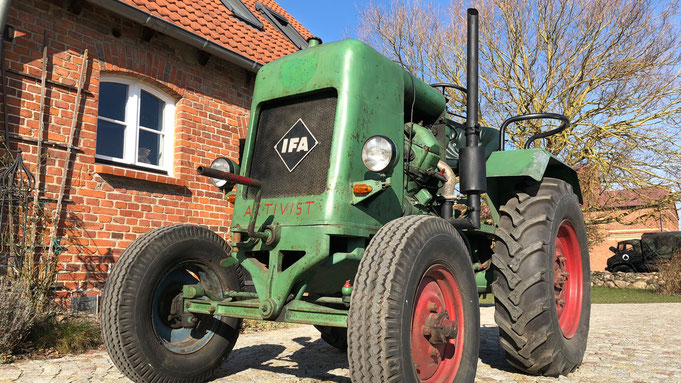 IFA RS 03 Aktivist Oldtimer Traktor zum Selberfahren