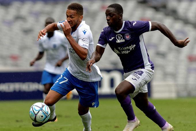Mis au placard à La Gantoise, Deiver Machado (à droite) n'avait plus joué depuis juin 2019 avant de rejoindre le TFC, où il est devenu un titulaire immédiat ; il fait partie des trois Colombiens de L2 avec les Amiénois Mendoza et Otero