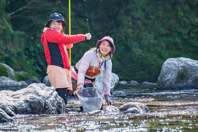 仁淀川女性友師 仁淀ブルーで友釣り体験