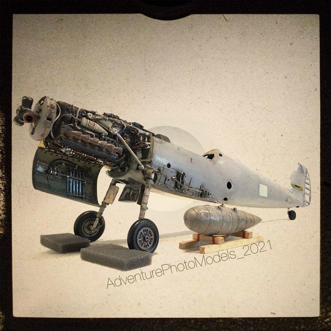 Me 109 G-2  Trumpeter kit 1/24 scale model : Verlinden cockpit & ammo bay (customized)