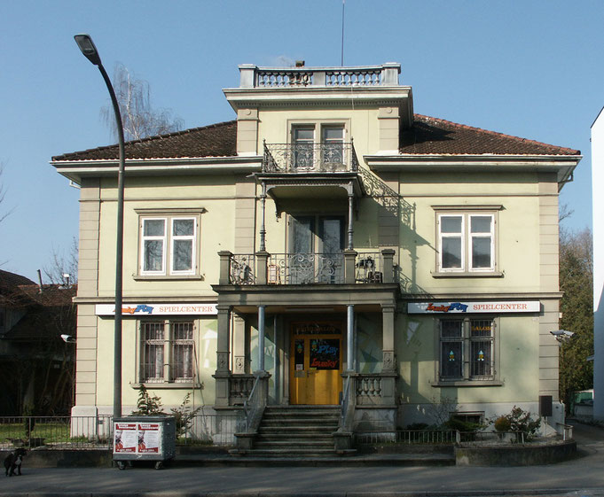 Ein Foto der Villa um 2000 herum