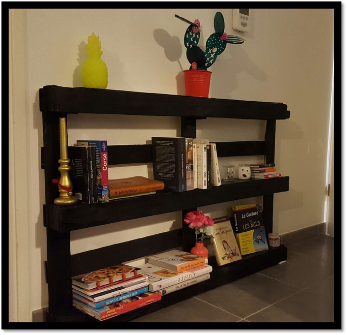 diy biblioth que palette welk home. Black Bedroom Furniture Sets. Home Design Ideas