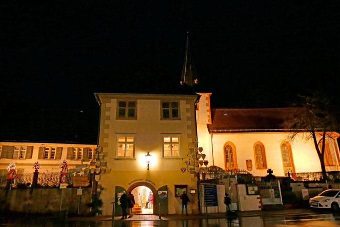 Bild des Rodensteinmuseums bei Nacht mit offenen Türen