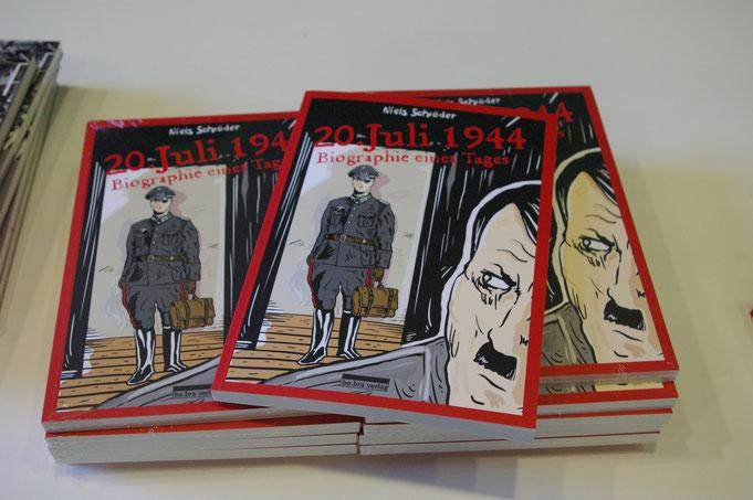 Stauffenberg: Der 20. Juli 1944 ist ein historischer Tag für Deutschland. Oberst Graf Claus Schenk von Stauffenberg versucht, Adolf Hitler zu töten, um den Krieg zu beenden. Eine Graphic-Novel von Niels-Schröder. be.bra Verlag 2019.