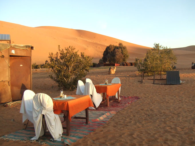 綺麗な朝日を見た後、こんな感じの場所で朝食をお召し上がりくださいね。