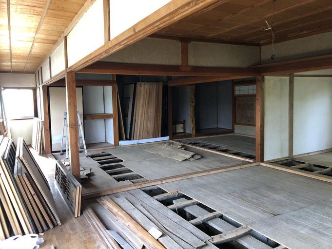 築60年の住宅の改修工事中。制約も多いけれど、良いところを残してどんどん直す気持ち良さも大きい。