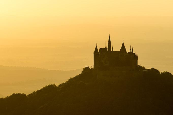 ... zu farbenfrohen Sonnenuntergängen (entsteht bei viel Dunst Richtung Vogesen / Schwarzwald) ...