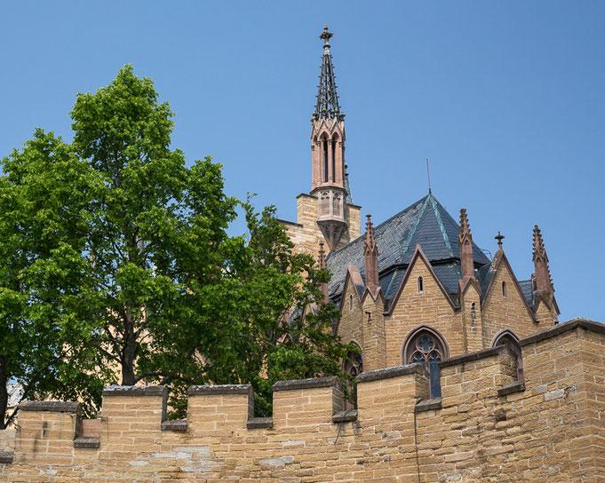 """Zitat Kaiser Wilhelms II.: """"Der Ausblick von der Burg Hohenzollern ist wahrlich eine Reise wert""""."""