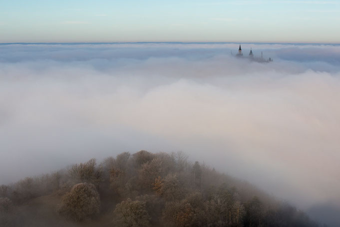 Nebelstimmung an der Burg Hohenzollern.