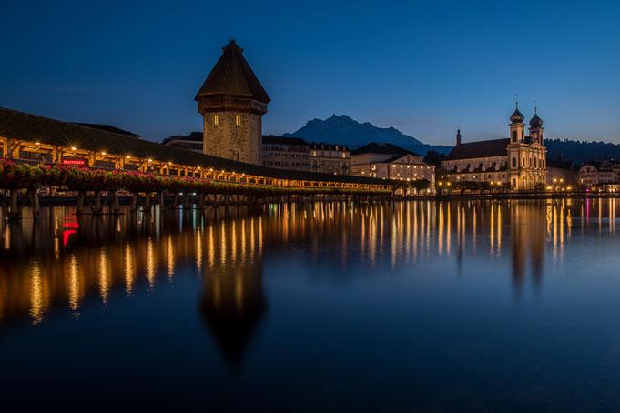 Die Kapellbrücke ist das Wahrzeichen der Stadt Luzern.