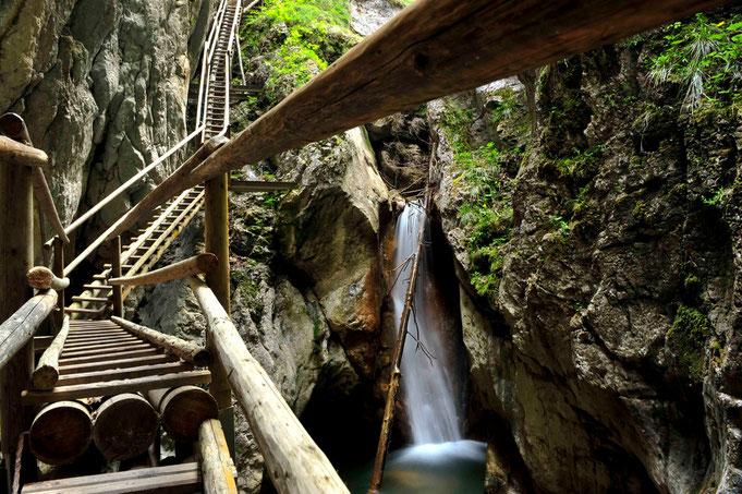 Aufgabe 1: Wasserfall mit Steg